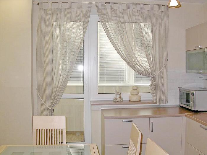 Дизайн кухонного окна с балконной дверью